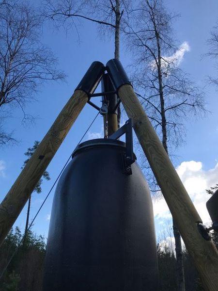 Billede af Fodertønde blå 120 liter med beslag klar til brug